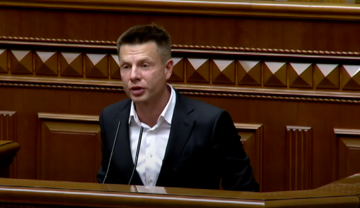 Goncharenko sang a song about Putin from the rostrum / video screenshot