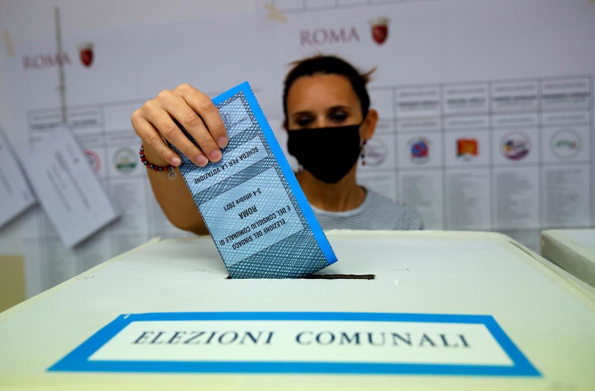 На местных выборах в Риме внучка Муссолини набрала больше всего голосов / фото REUTERS