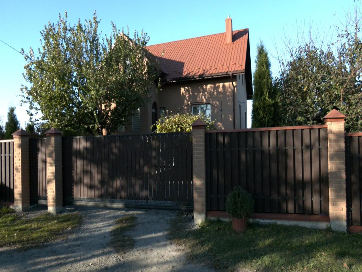 Дом, в котором проживает многодетная семья / фото УНИАН, Владимир Стахно
