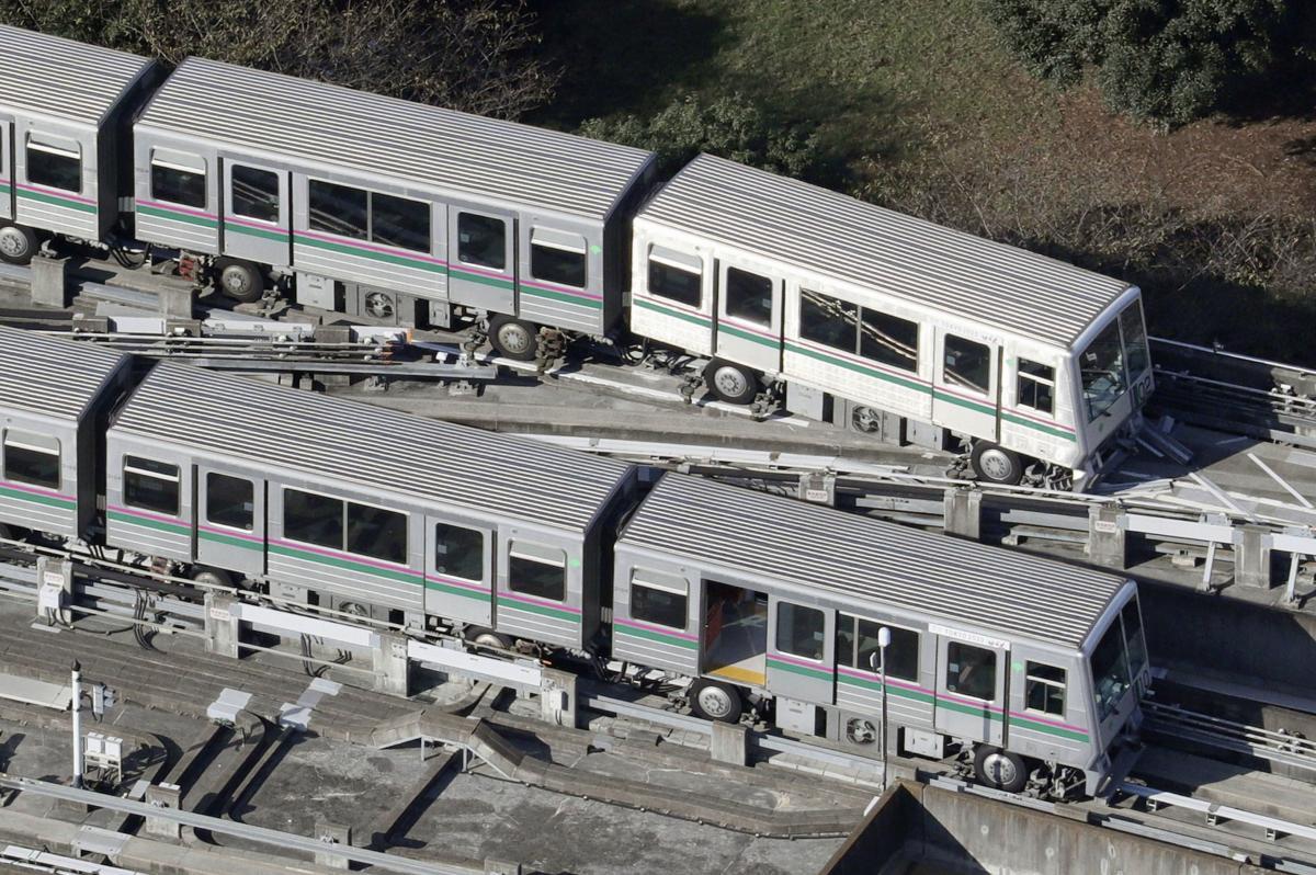 Землетрясение нарушило работу поездов в Японии / фото REUTERS