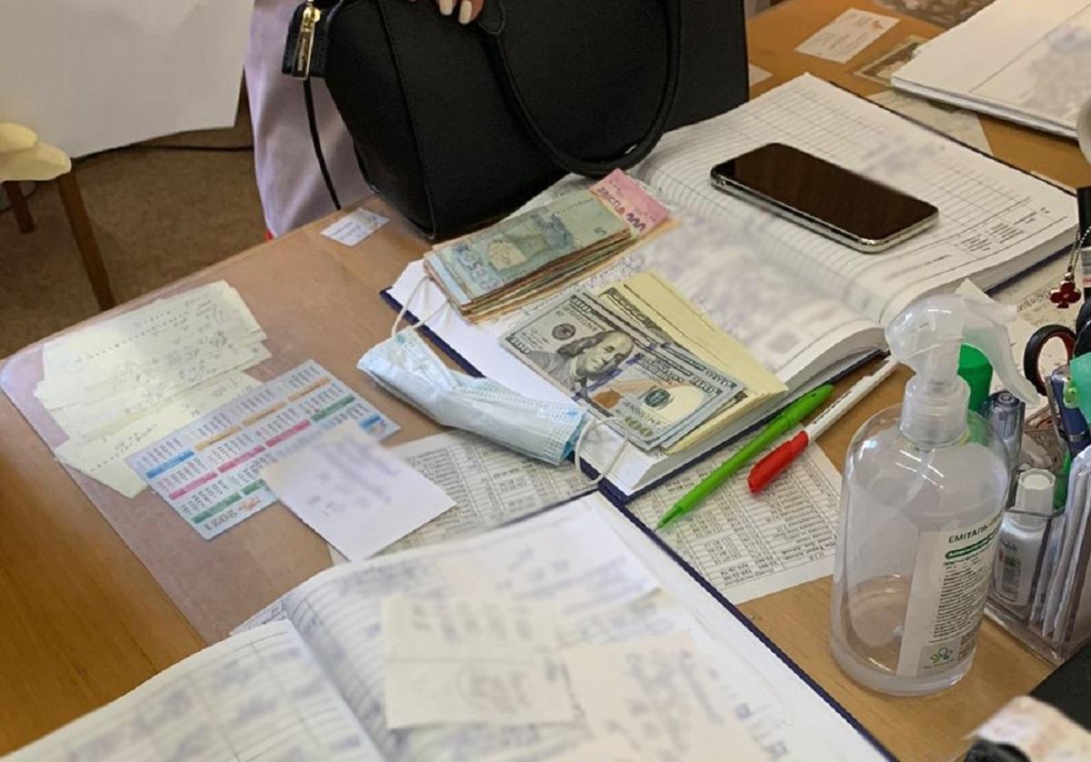Стоимость получения инвалидности составляла от 1 500 долларов США в зависимости от степени расстройств / фото пресс-службы Киевской городской прокуратуры