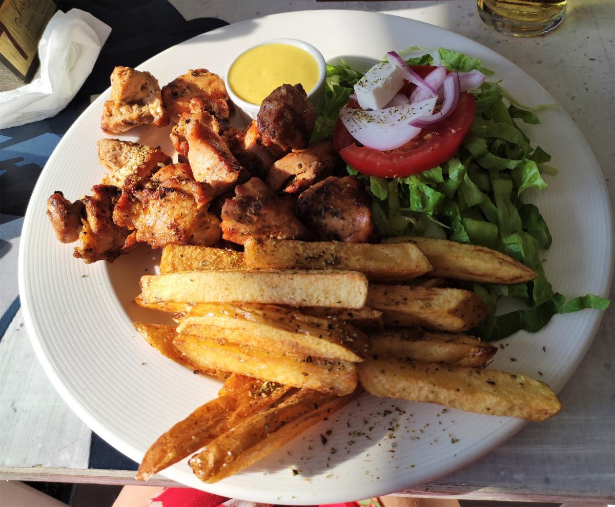 Їжа в The Three Little Pigs Grill House в Пафосі / фото Марина Григоренко