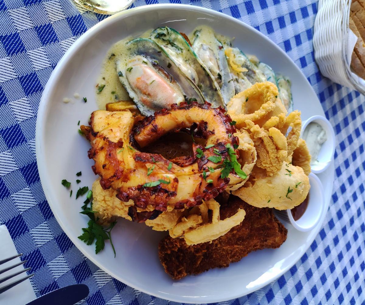 Ресторан морської кухні Pelican в бухті Пафосу / фото Марина Григоренко
