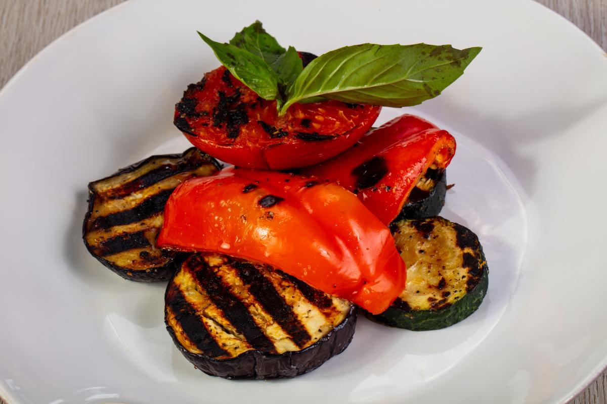 Ароматный салат из баклажанов / depositphotos.com