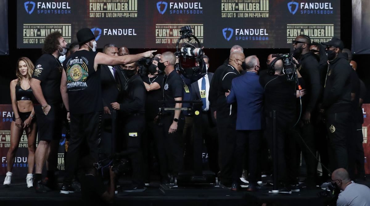 Тайсона Фьюри и Деонтея Уайлдера не подпустили близко друг к другу / фото REUTERS