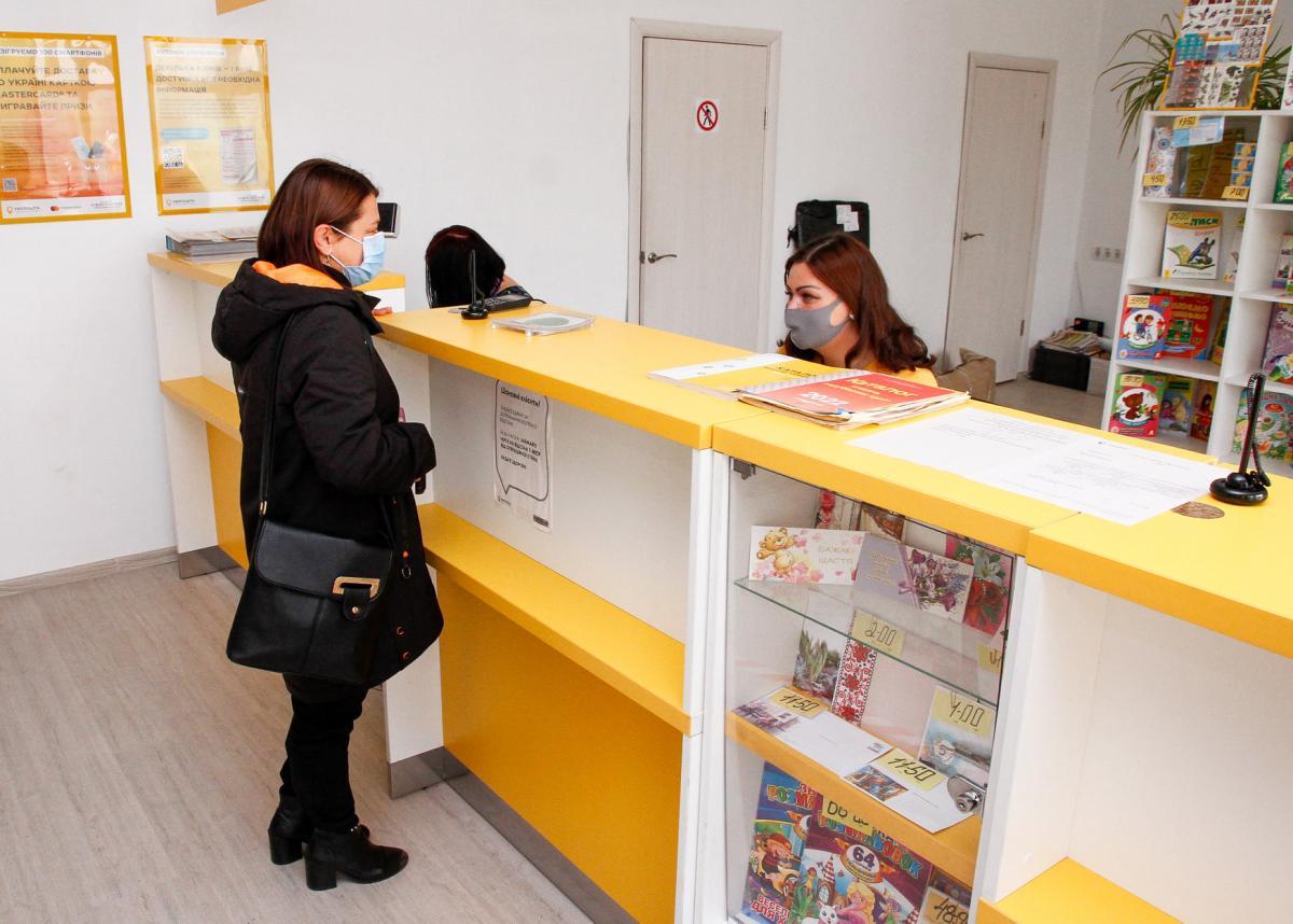 """Сотрудники """"Укрпочты"""" потребовали миллиард евро компенсации от руководства за вакцинацию / фото facebook.com/synegubov.oleg"""