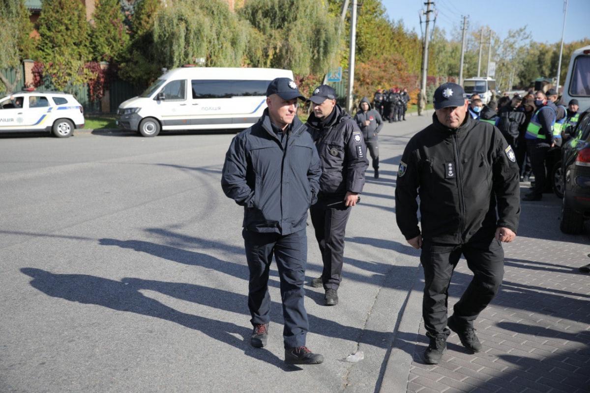 Под домом Порошенко проходит акция \ фото Полиция Киевской области