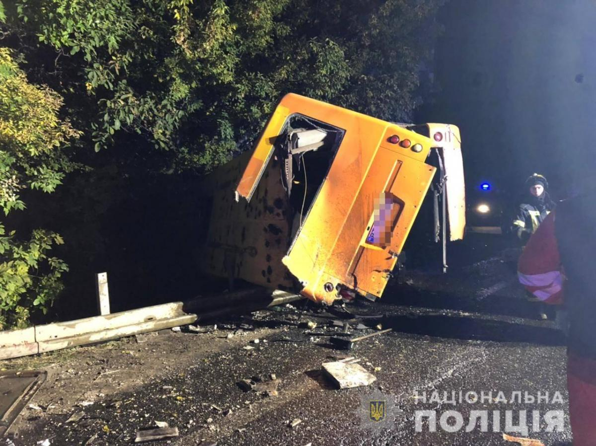 Аварія сталася на 455 км автодороги Київ-Одеса поблизу села Холодна Балка / фото Національної поліції