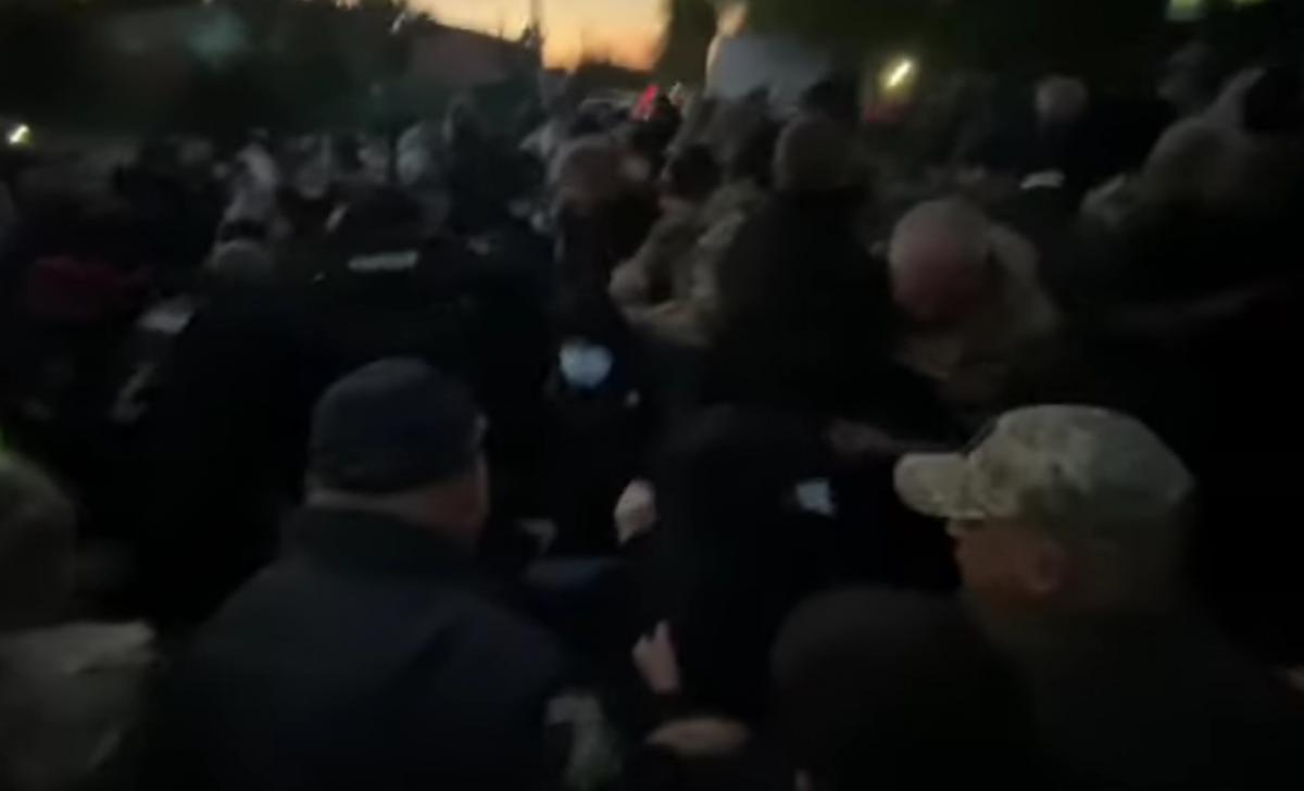 На акции в Козине произошли стычки / скриншот