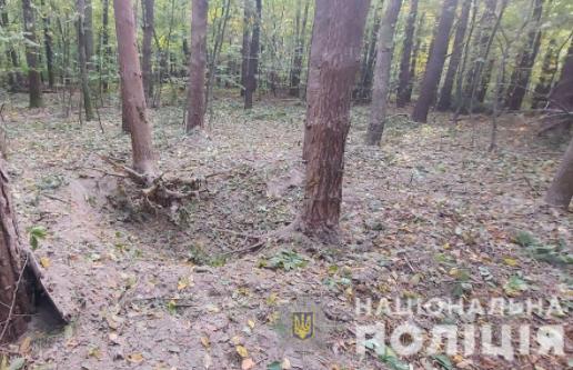 На Буковине мужчина искал в лесу исторические ценности и погиб в результате взрыва/ cv.npu.gov.ua