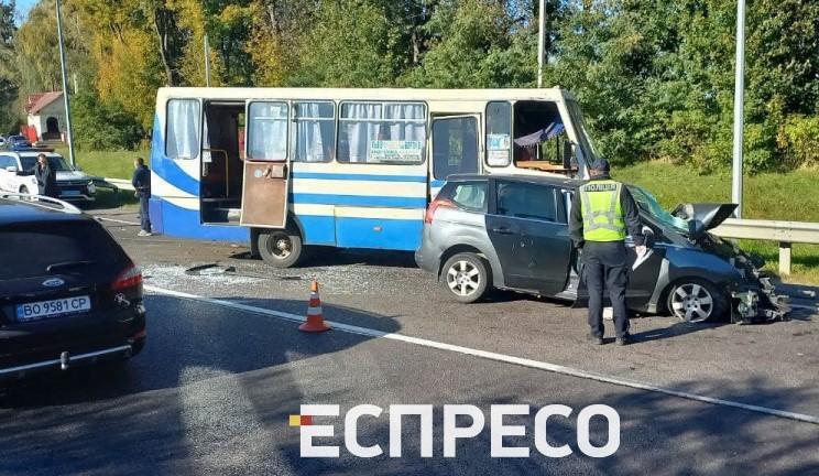 На трассе Киев-Чоп произошло крупное ДТП с автобусом / фото Эспрессо
