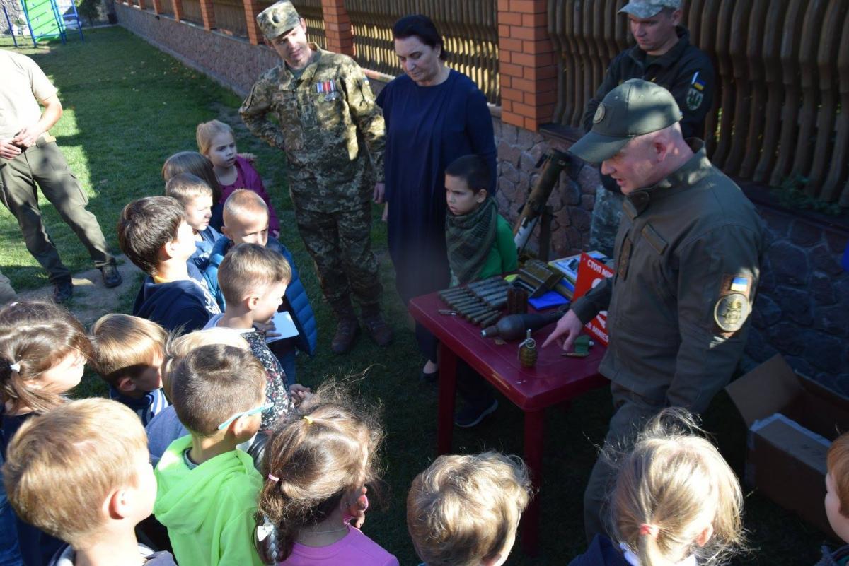 Дітей у школах потрібно знайомити з історією цього дня через гру/ фото Facebook Diana Makarova