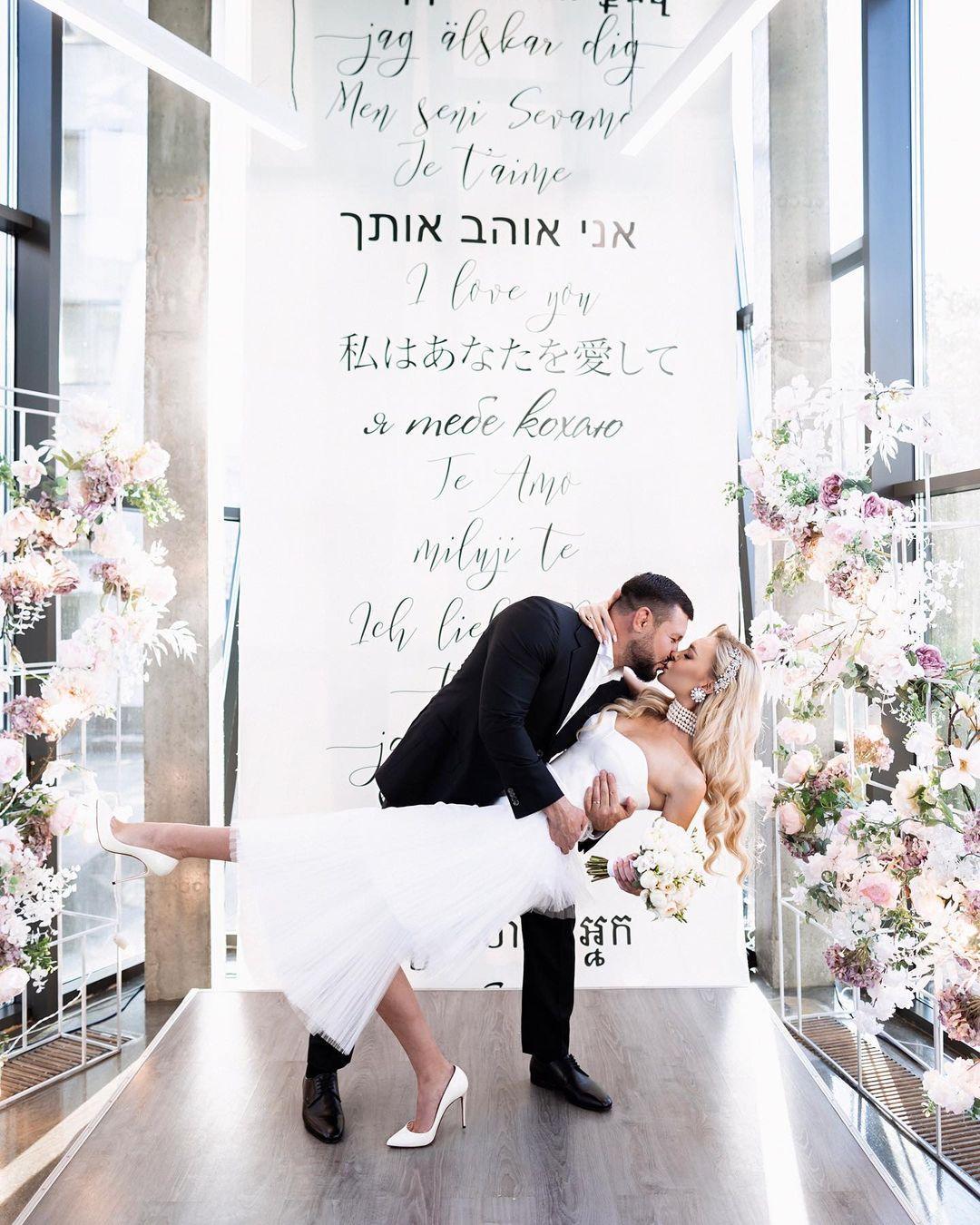 Модель вышла замуж / instagram.com/karinazhosanofficial