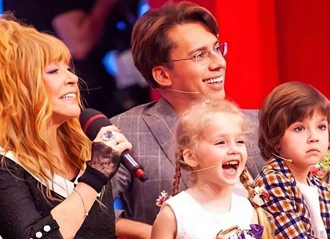 Пугачева вместе со своей семьей / instagram.com/liza__galkina
