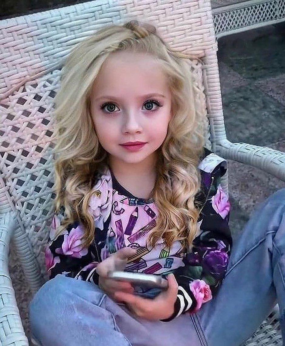 Лиза предстала с ярким макияжем / instagram.com/liza__galkina
