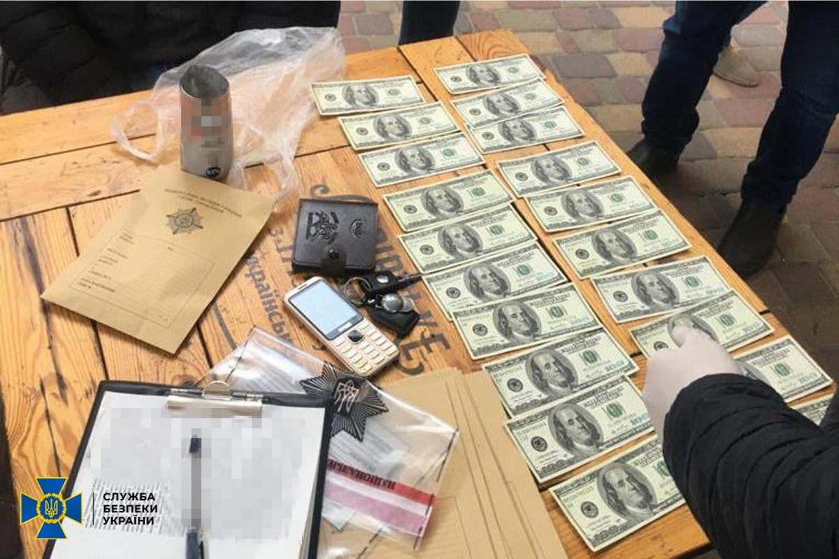 Поддельные доллары не идентифицировались детекторами валют как фальшивые / фото СБУ
