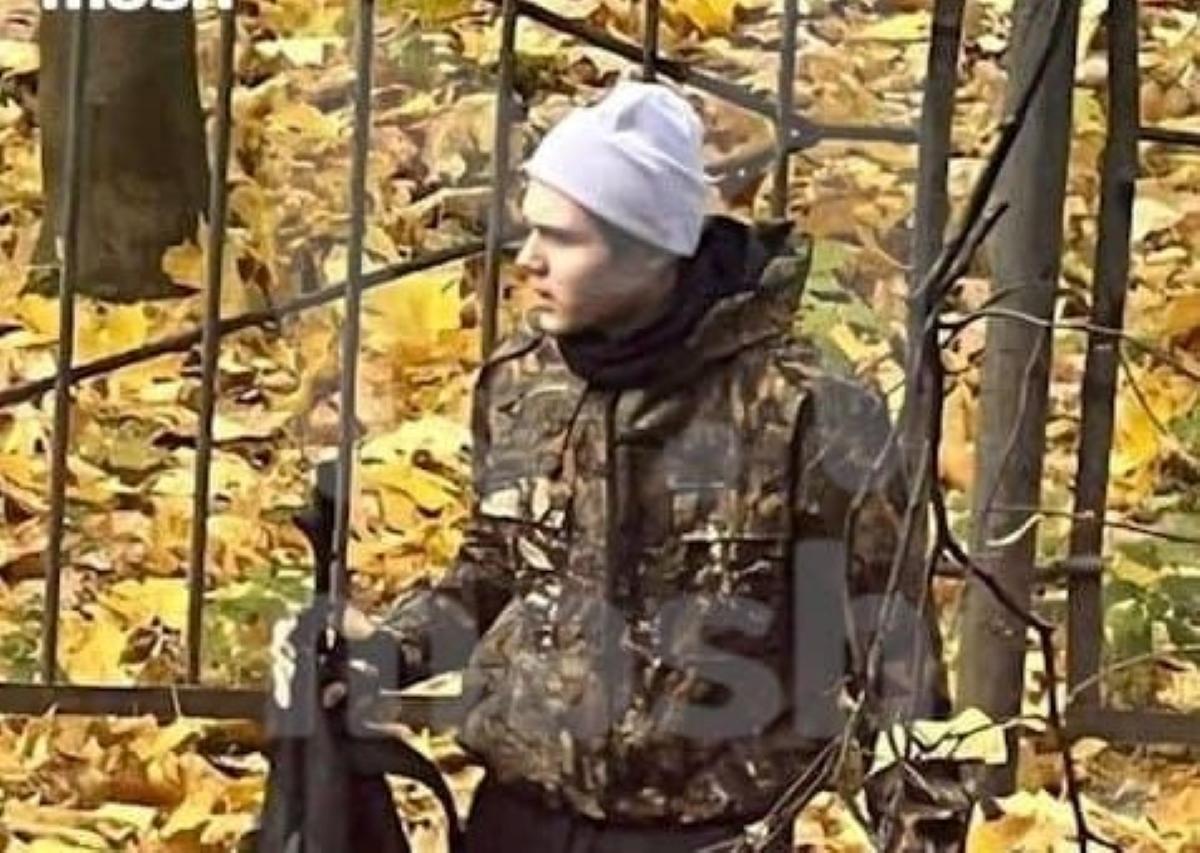 17-річний Олександр Соболєв стріляв біля російської школи / фото Mash