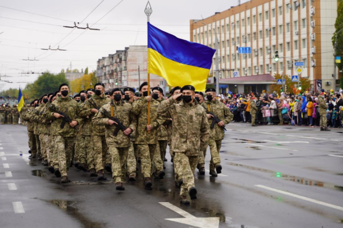 У Сєвєродонецьку вперше за роки незалежності України пройшов військовий парад / фото dsns.gov.ua