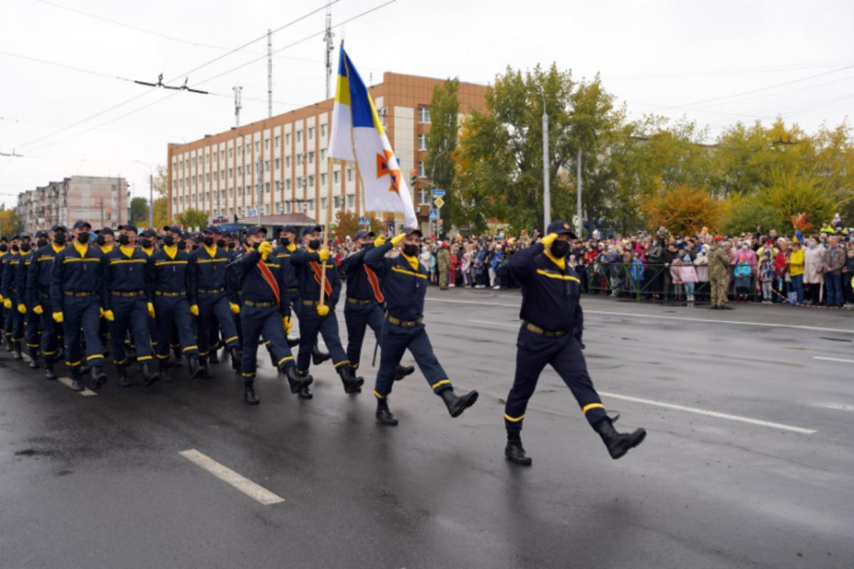 У Сєвєродонецьку вперше за роки Незалежності відбувся військовий парад / фото dsns.gov.ua