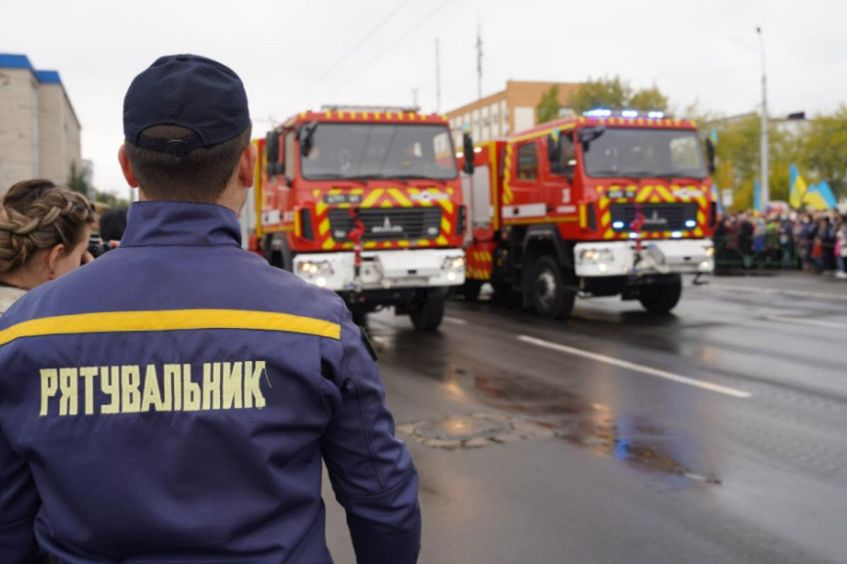 У Сєвєродонецьку вперше за роки незалежності України відбувся військовий парад / фото dsns.gov.ua