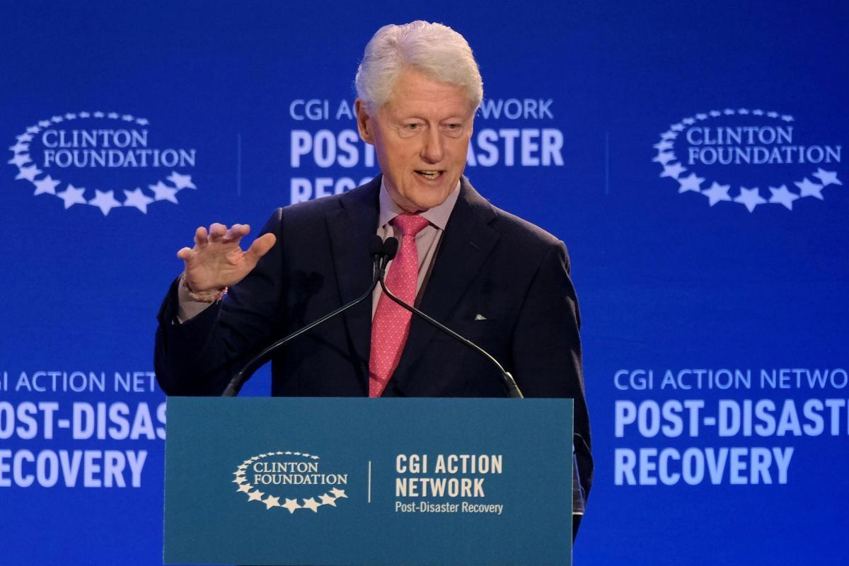 Клинтона госпитализировали в США / фото REUTERS