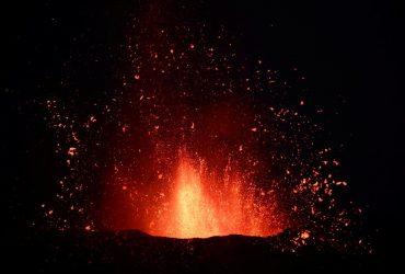 Виверження вулкана на Канарах: через попіл закрили майже всі авіарейси (фоторепортаж, відео)