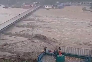 У Непалі від повеней і зсувів загинули десятки людей (відео)