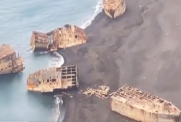У Японії через землетрус на пляжі з'явилися затоплені кораблі часів Другої світової війни (відео)