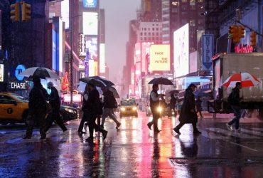 На Нью-Йорк обрушилась буря: объявлено чрезвычайное положение (фото, видео)