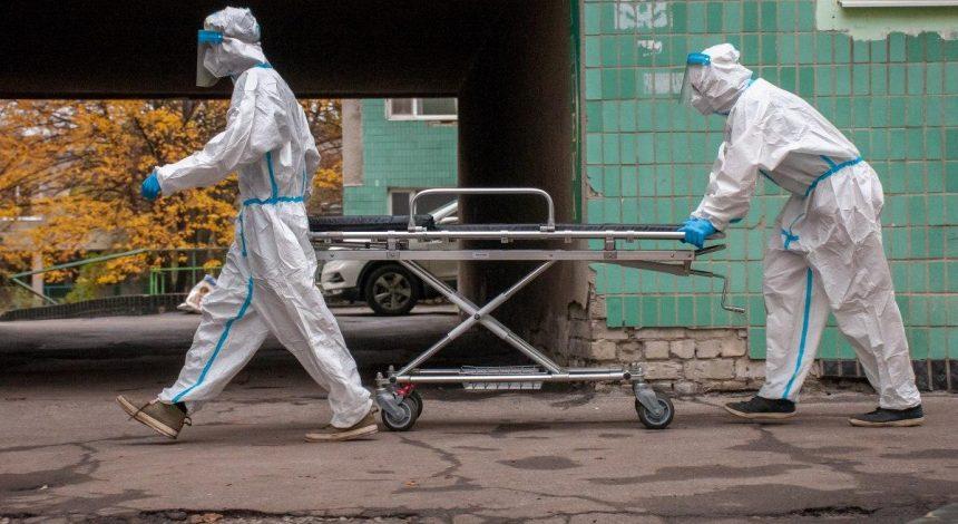 Коронавирус в Украине бьет все возможные антирекорды: за сутки впервые почти 24 тысячи COVID-случаев и более 600 смертей